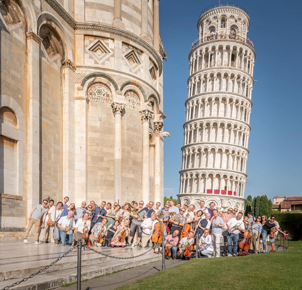 Sveriges Radios Symfoniorkester och chefsdirigent Daniel Harding, i Pisa Italien 2018. Foto: Bo Söderström.